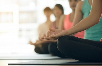 Beneficial mental effects of beginner level hatha yoga training regardless of verbal cuing