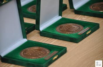 A tanévnyitó értekezleten 16-an vehették át a kar kitüntetéseit